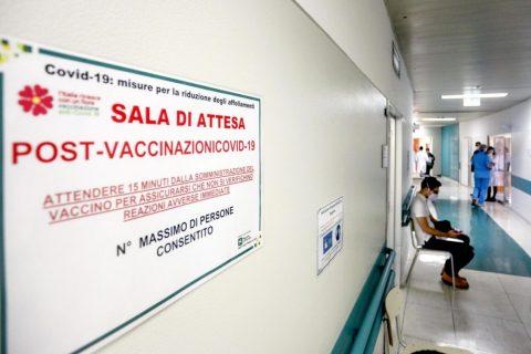Vaccini agli insegnanti